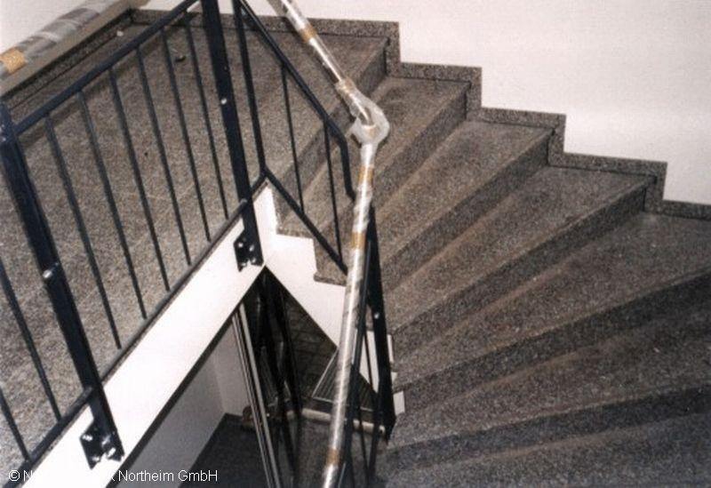 detailansicht treppe innen bild 3 natursteinwerk northeim gmbh. Black Bedroom Furniture Sets. Home Design Ideas